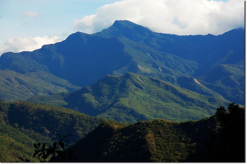 登山步道北眺大母母山、戶亞羅山 2