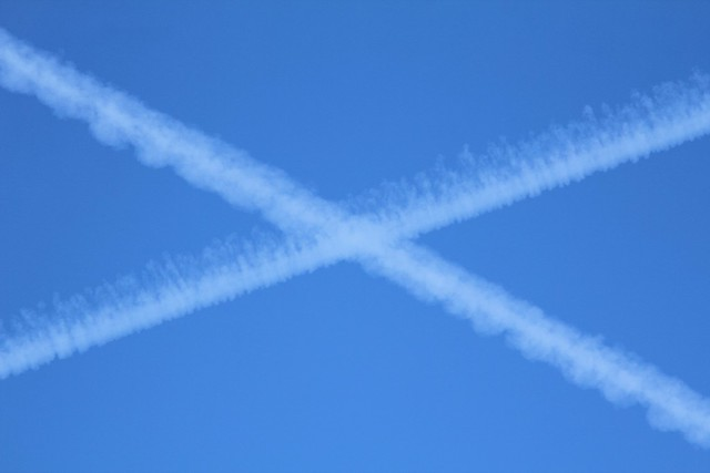 Intersecting contrails 20131029