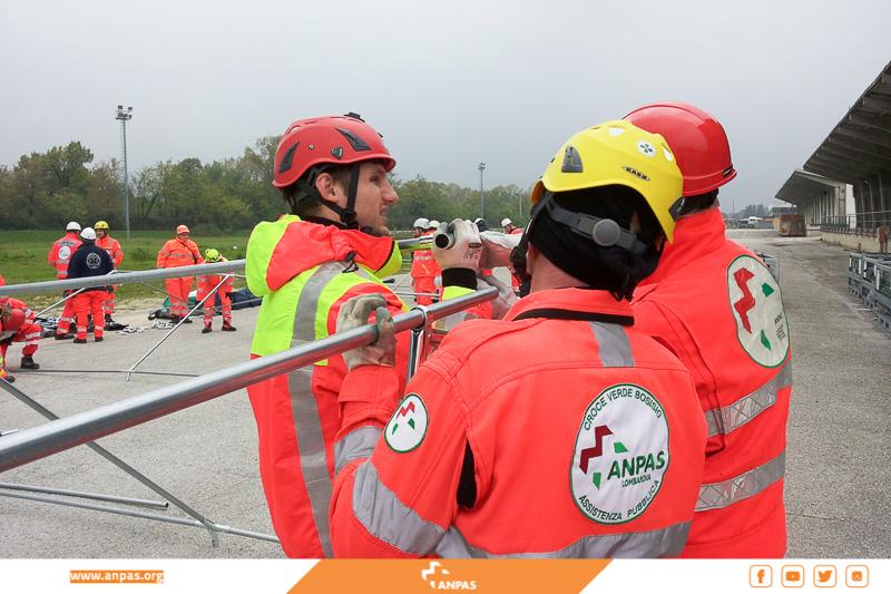 Macerata: l'allestimento dei volontari Anpas dell'area di ammassamento