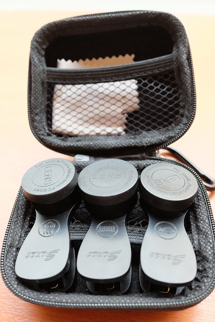 carrying case inside Seneo clip-on conversion lens 04