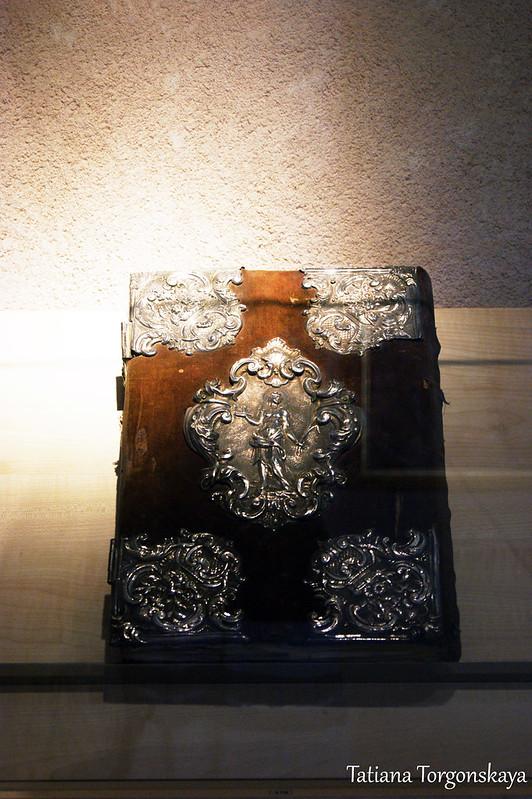 Книга в музее