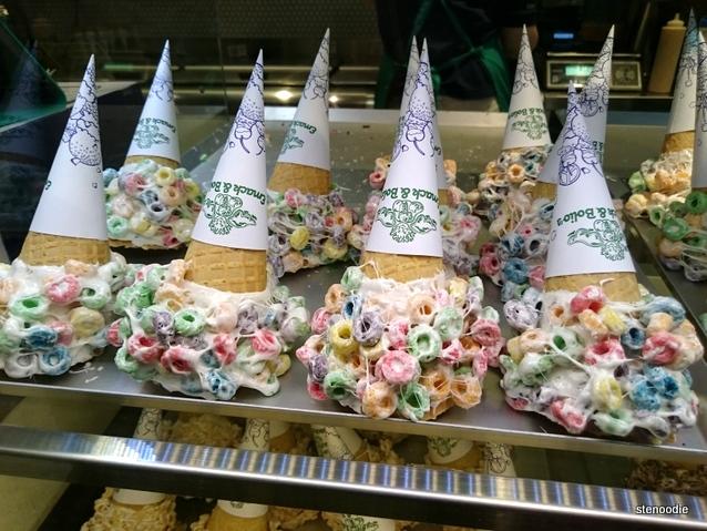 Emack & Bolio's Fruit Loops cones