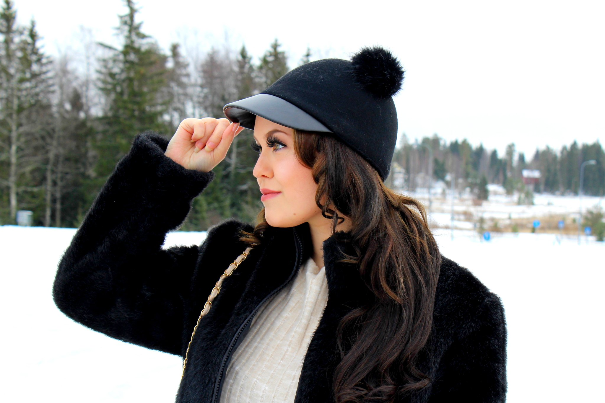 Musta karvatupsu hattu H&M