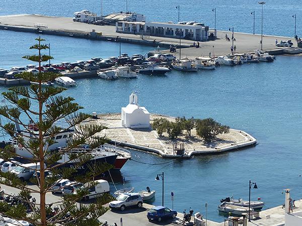 la petite église dans le port