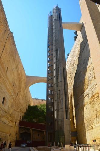 Aufzug vom Hafen zu den oberen Gärten in Valetta