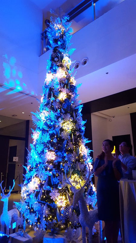 "DavaoFoodTripS.com : Seda Abreeza's Blue-themed Christmas Eve Dinner,  ""Gliteratti"" - Seda Abreeza's Blue-themed Christmas Eve Dinner,"