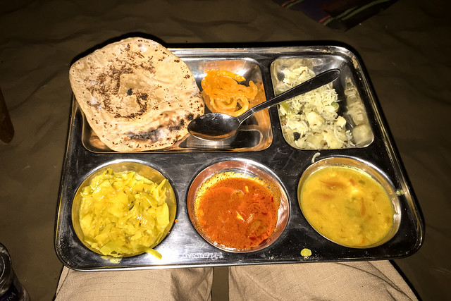 Had a yummy thali at camel safari, Khuri sand dunes near Jaisalmer, India ジャイサルメール、クーリー砂丘 砂漠ツアーのターリー