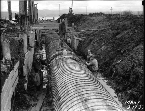 Workers on Henderson Street trunk sewer, 1937