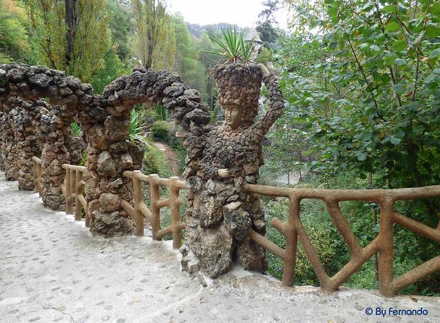 Jardins Artigas (La Pobla de Llillet) -16- Puente de Los Arcos -04- La Mujer (12-10-2016