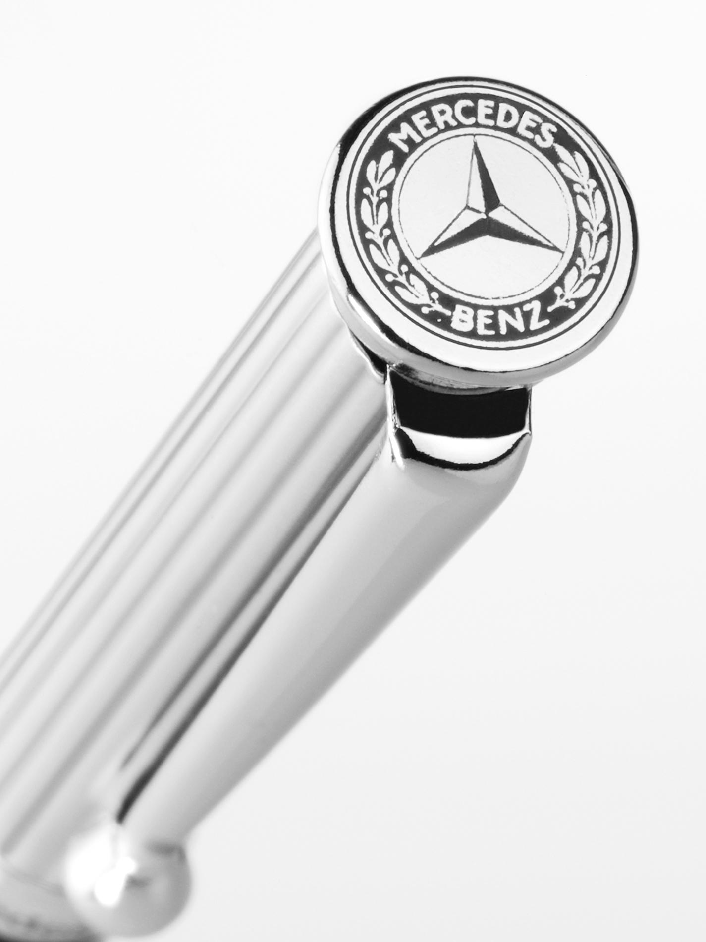 凡於Mercedes-Benz展區消費滿新台幣1,500元即限量贈送「Mercedes-Benz原廠經典星芒」乙支原子筆 (價值410元)