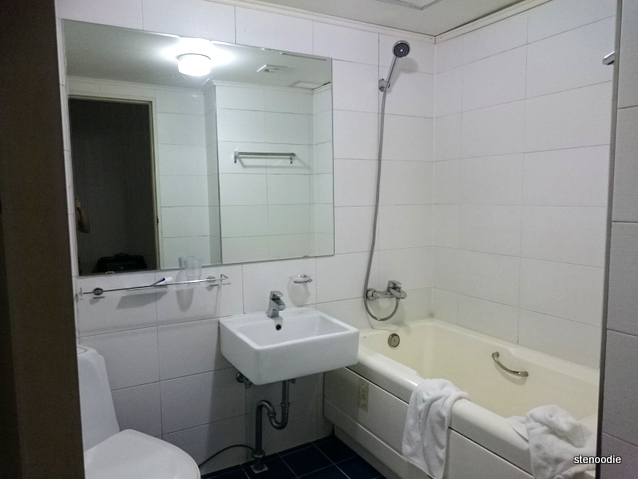 Soo Hotel bathroom