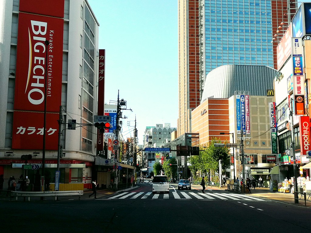 新しさ:三軒茶屋駅前からキャロットタワー方面