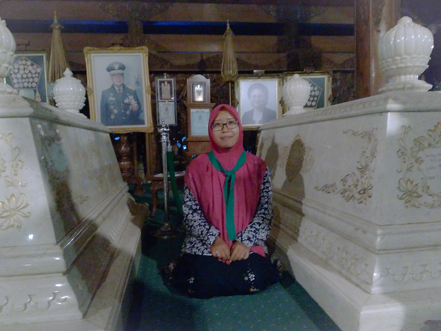 Makam Pak Harto dan Bu Tien di Istana Giribangun