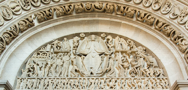 Tympanon des Welterichts: Thronender Christus, Engel, Apostel, Heilige, Seelenwägung, Paradies, Verdammnis