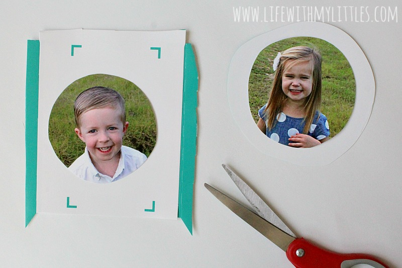 These DIY Christmas wreath ornaments are so cute! What a great craft to make with your kids! And so easy!