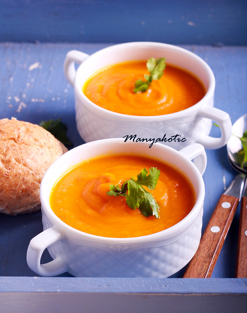 Vegetable soup in a bowls