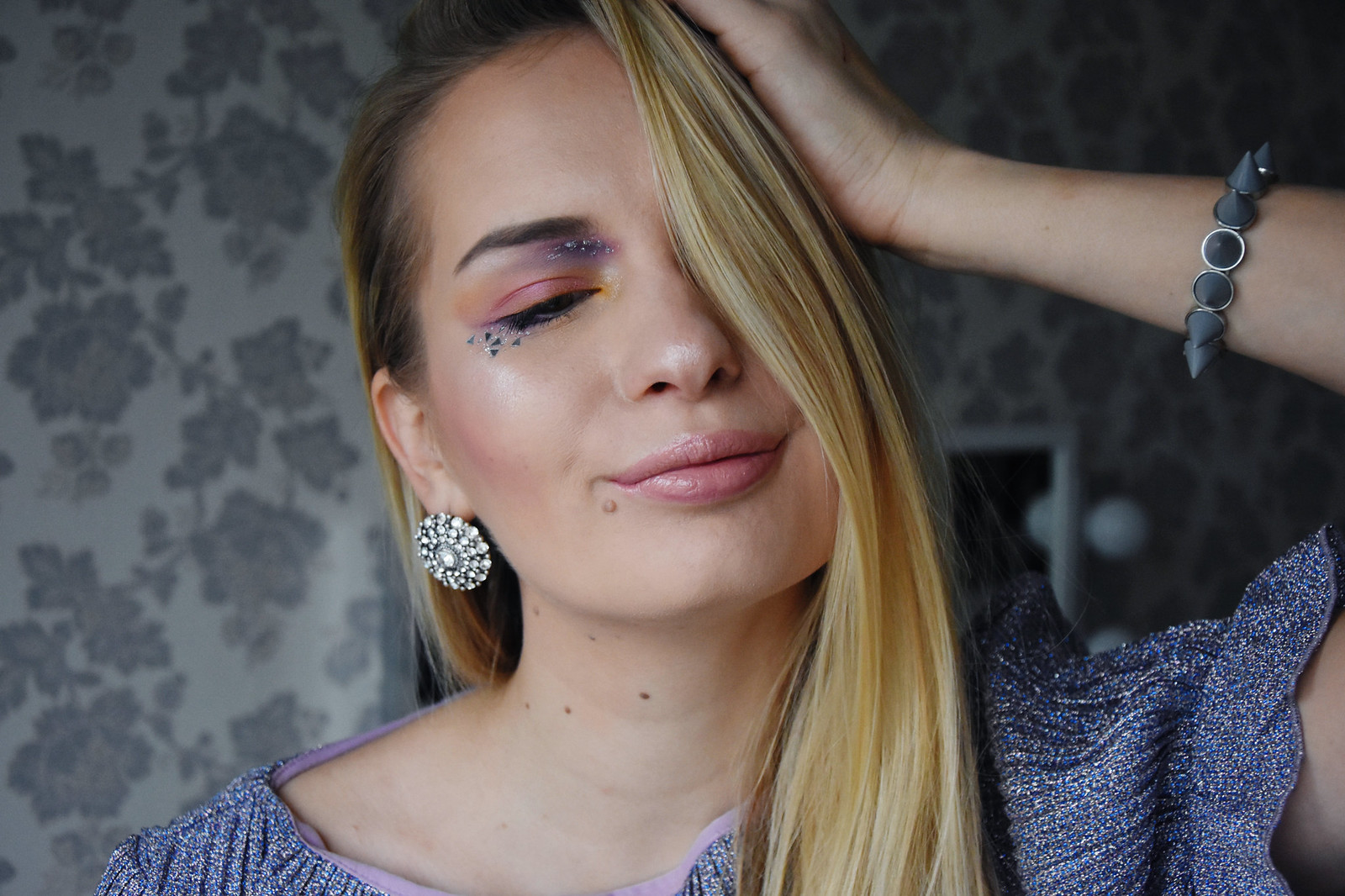 Makeup look with glitter inspiration