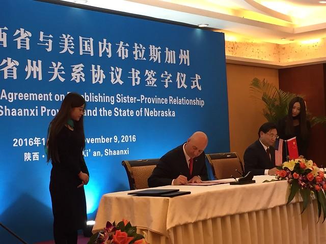 Nebraska, China's Shaanxi Province Formalize Sister-State Relationship - 11/10/2016