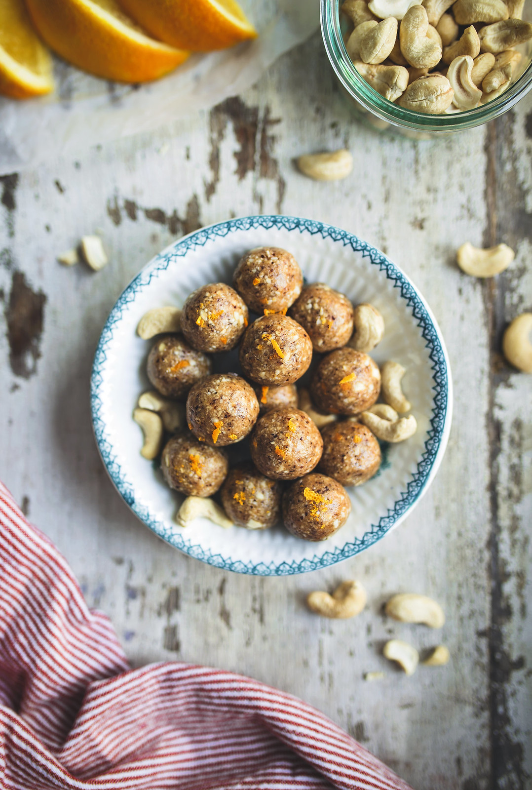Cashewbollar med kardemumma och apelsin - Evelinas Ekologiska