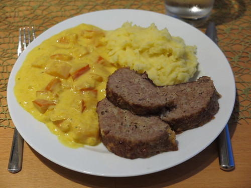 Hackbraten mit Kürbisgemüse und Stampfkartoffeln (als Hauptgang bei DDR Menü)