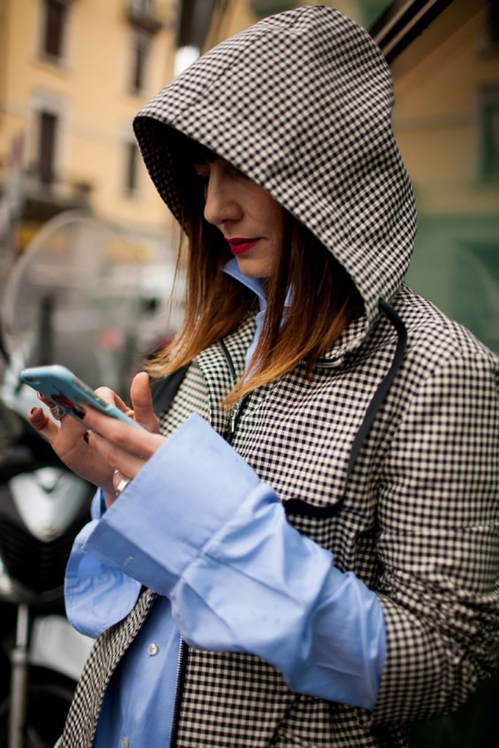 rainy day outfit accessories fall style streetstyle winter style fashion trend5