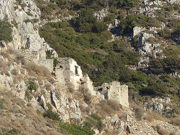 ancien monastère  près de la tour Bazeou