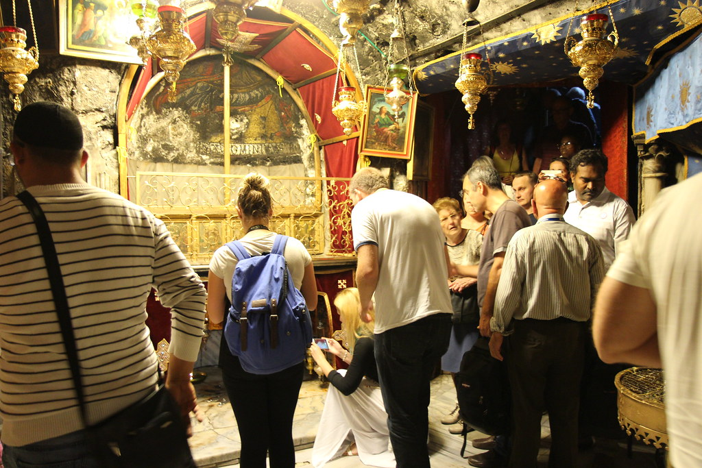 Itse kaikkein pyhin oli useamman alttarin pieni huone, joka oli verhoiltu kauttaaltaan nahalla ja kankailla. Jeesuksen syntymäpaikkaa osoittavan tähden lisäksi tilassa sijaitsevat myös Itämaan tietäjille ja Marialle omistetut alttarit.