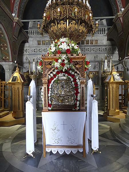 entrée dans l'église de Filoti