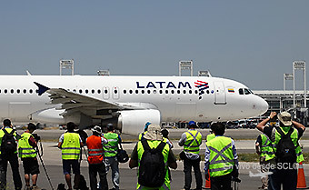 SCL Spotters LATAM A320 (RD)