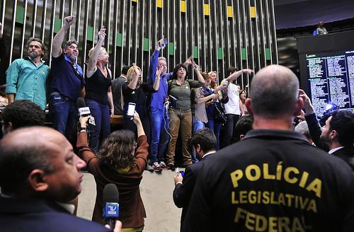 Frase do dia, manifestantes invadem a Câmara. Invasão de direitistas