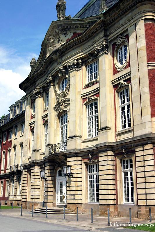 Мюнстерский дворец - западный фасад