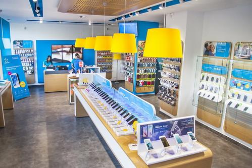 Смартфони, планшети та 3G: у Рівному відкрили новий магазин Київстар