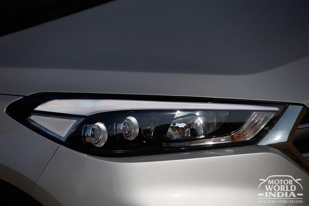 2016-Hyundai-Tucson-Headlight (2)