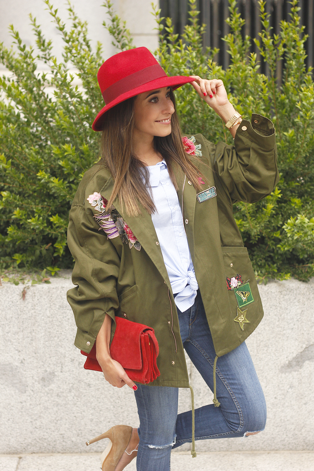 Green Parka Jeans nude heels red uterqüe hat style fashion05