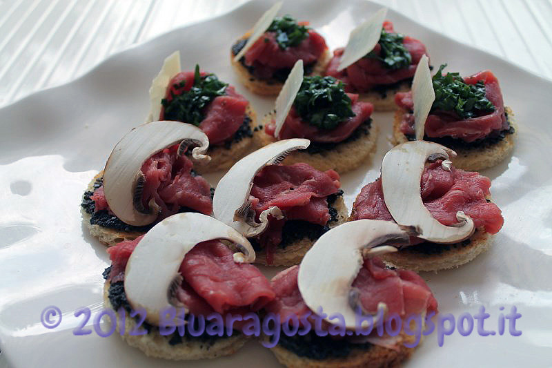 03-crostini con carpaccio