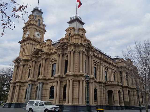 Bendigo. The William Vahland designed Town Hall. Vahland's classical style Town Hall replaced an earlier 1858 building. This building with clock tower was erected in 1885.
