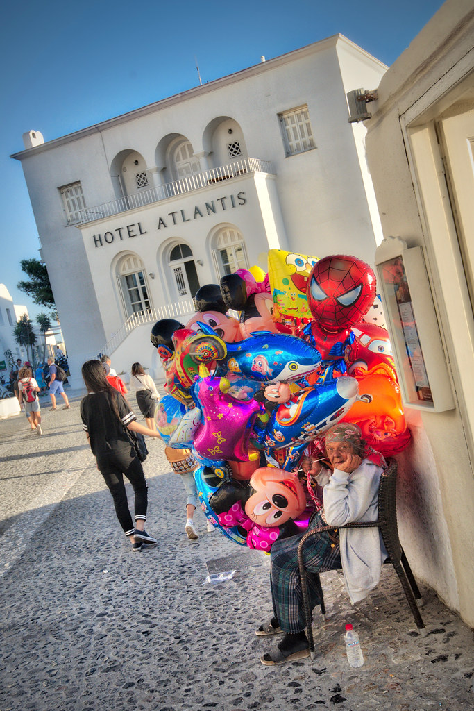 Balloon Lady in Fira
