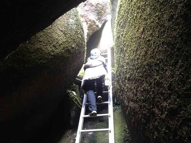 鬼岩公園 岩穴くぐり はしご