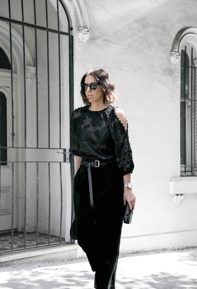 all black outfit inspo minimal fashion blogger modern legacy loafer mules karen millen shoulder blouse (6 of 9)