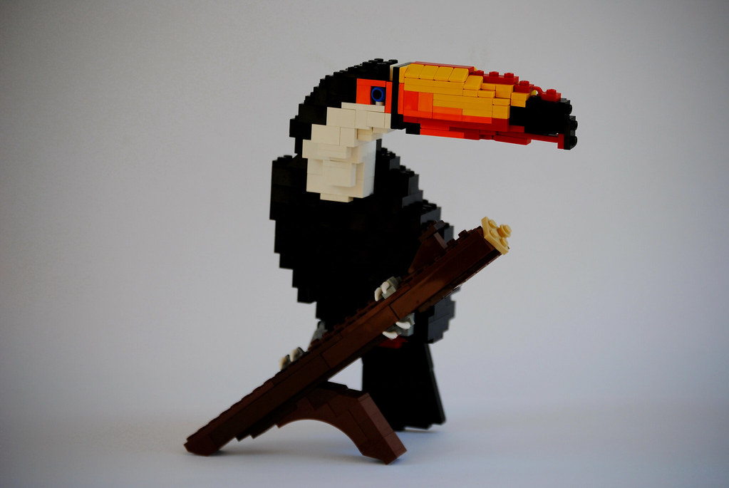 This Guy Makes Crazy Realistic Animal Sculptures Out Of Lego