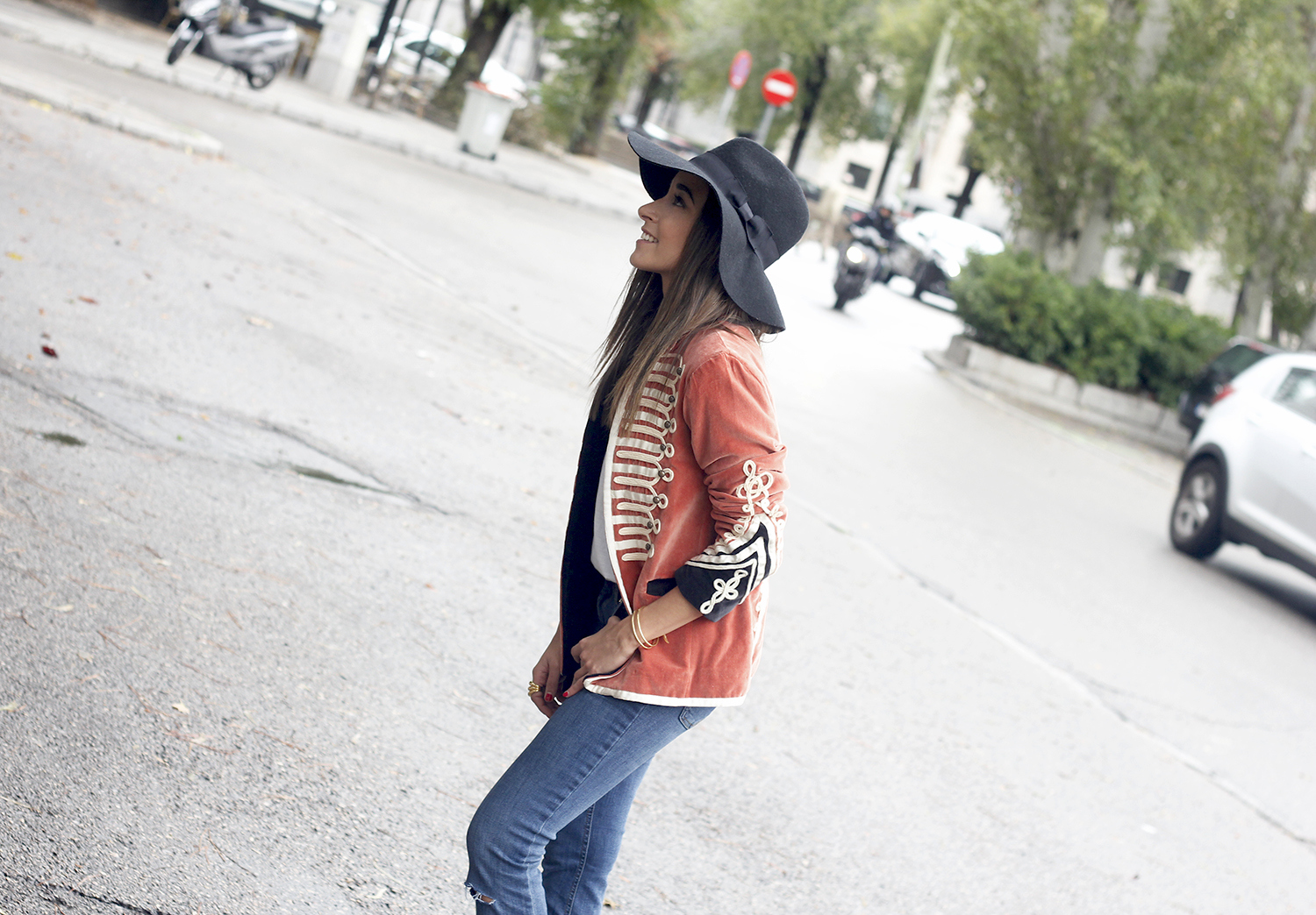 velvet jacket jeans hat rainny day heels accessories outfit style fashion11