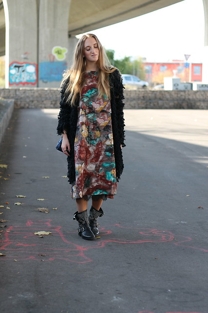 colorful-dress-and-studded-boots-whole-outfit-wiebkembg
