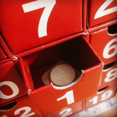 アドベントカレンダー1日目はヨーグレット!「やったー!おいしいやつゲット!」と喜ぶ素朴な息子