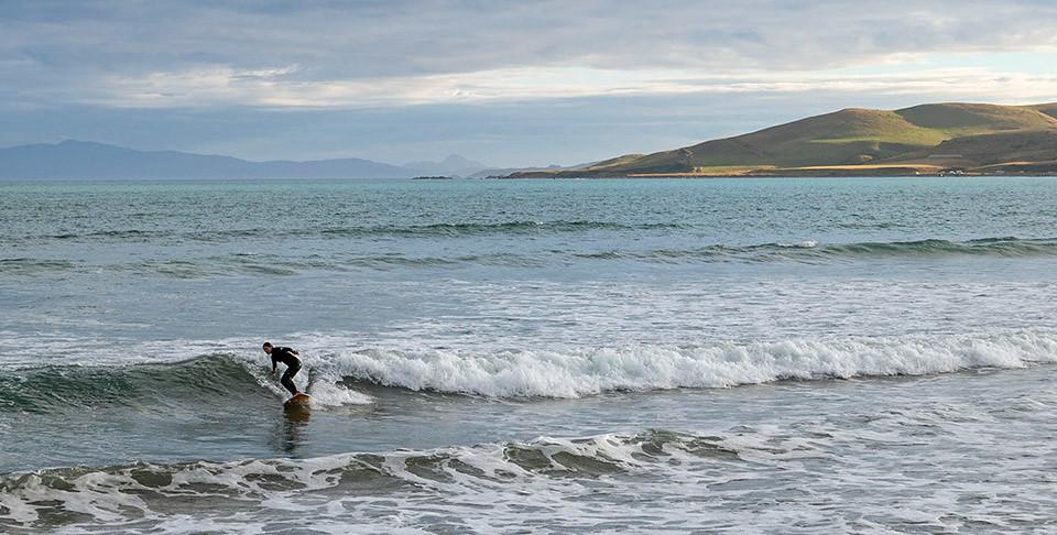 Natalie beim Surfen in Colac Bay, Southland