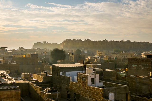 Jaisalmer Fort in the morning haze, Jaisalmer, India ジャイサルメール、朝の霞んだフォート