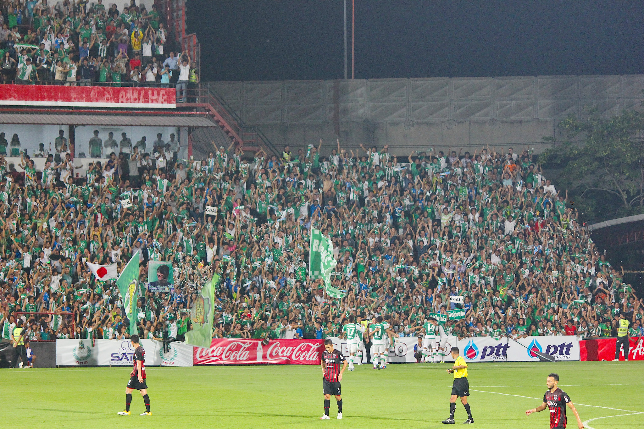 Bangkok Glass supporters