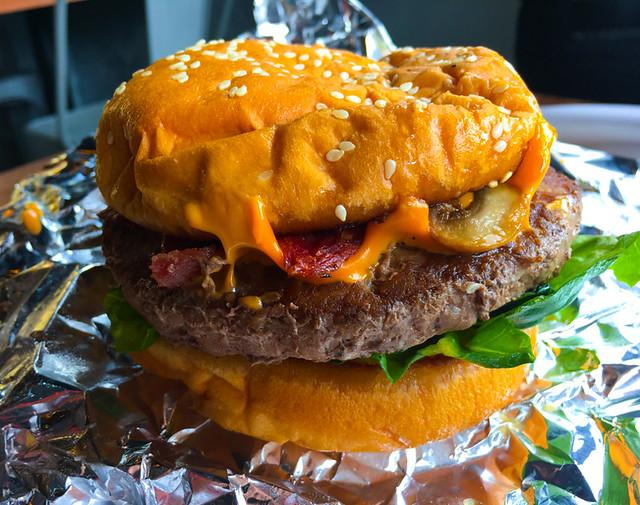 hermanos-rotiserie-bacon-cheeseburger