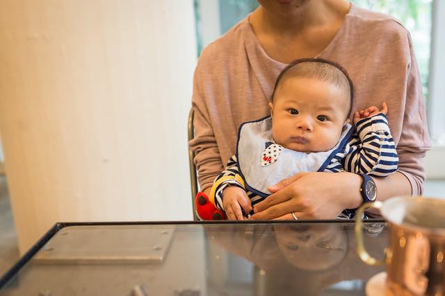 アイアンカフェ店内で息子を撮影した写真