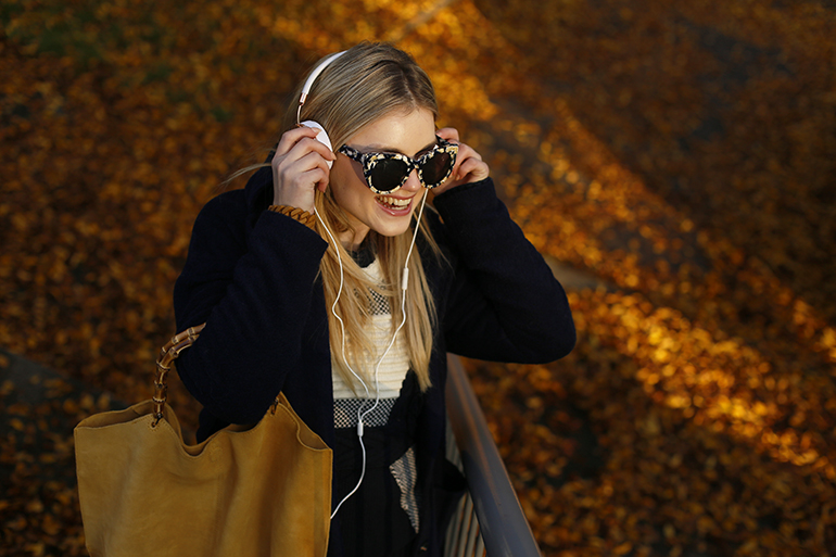 frends taylor, get loud, fashionblogger, fashion is a party, headhpones, headphone webshop, frends kopen, frends headphones, frends webshop, frends earcaps, frends rose gold, herfst, outfitpost, arnhem, muziek, accessoire