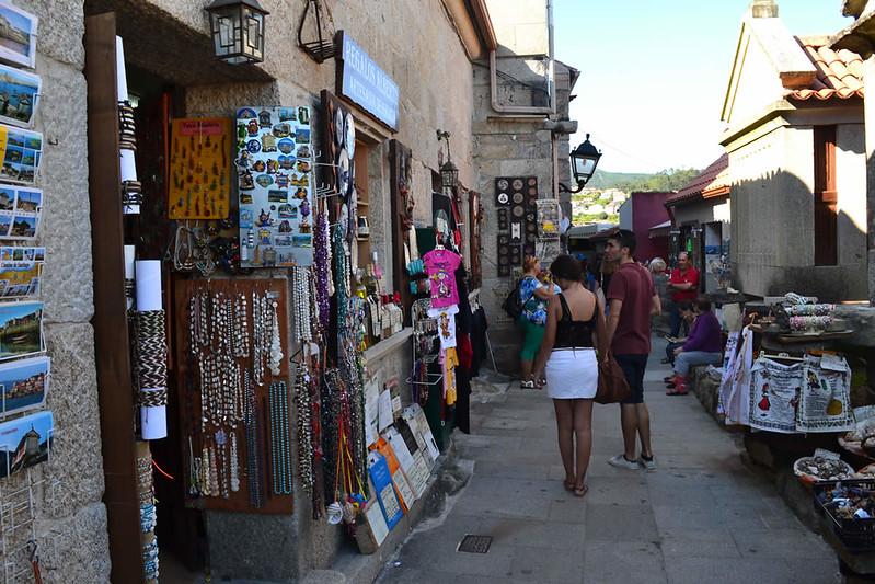 La calle A Rua en Combarro